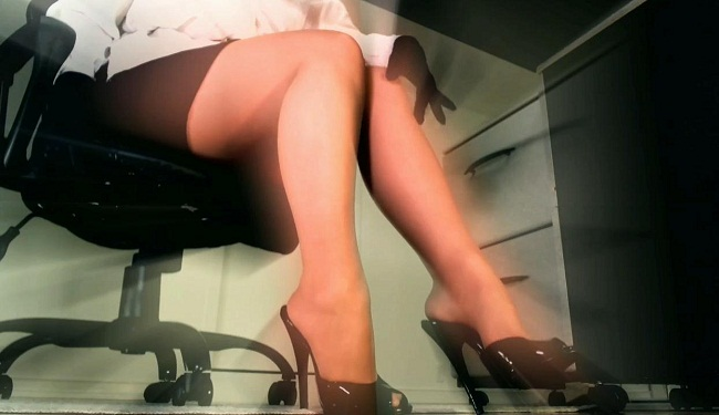 Dominant Hypno Diva ~ Submit to Legs